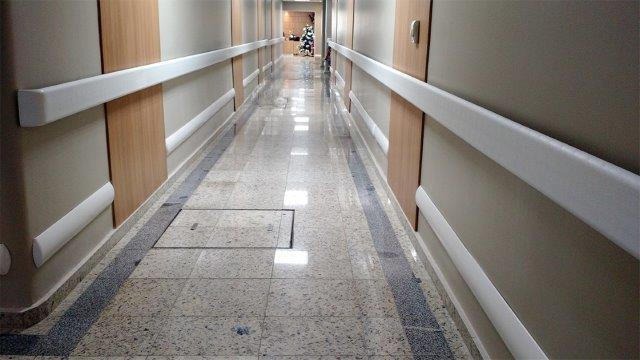 Corrimão hospitalar